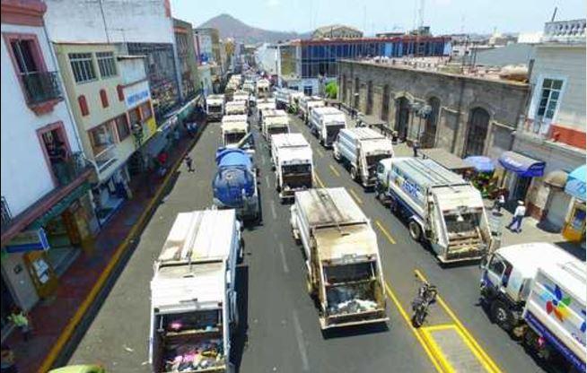 Paralizan los servicios más de 2 mil empleados públicos en Nayarit