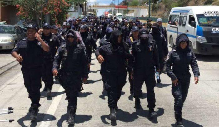 Gobernador de Guerrero despide a 176 policías paristas
