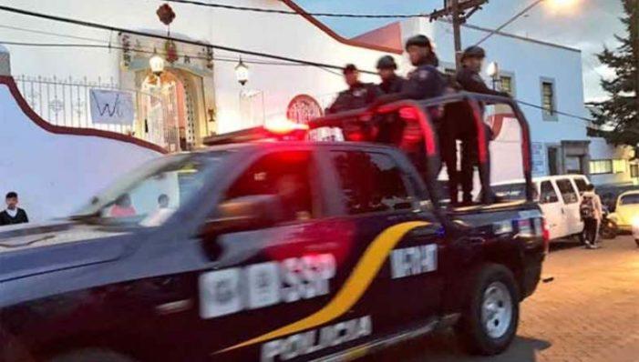 Confirman muerte de policía que cayó de una patrulla