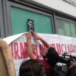 Protestan a un mes del asesinato de Javier Valdez y clausuran fiscalía