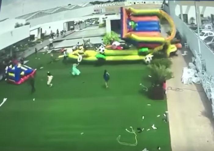 Ráfaga de viento arrastra a niños con inflables en San Luis Potosí
