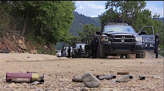 Habitantes de pueblos de Guerrero huyen por temor a ser asesinados