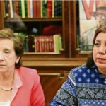 Viuda de Javier Valdez recibe premio de la Asociación de la Prensa de Madrid