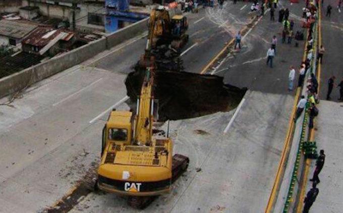 Los dos fallecidos en el socavón de Cuernavaca murieron por asfixia