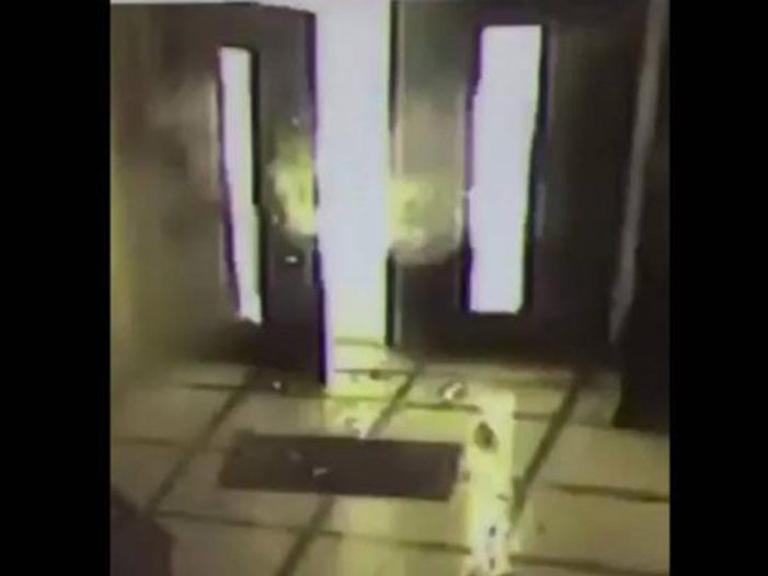 Explota artefacto en puerta del Episcopado Mexicano (VIDEO)