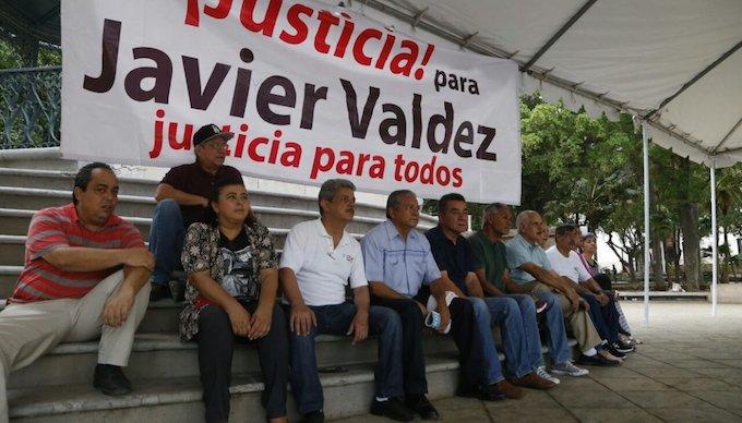 Clausuran periodistas Fiscalía de Sinaloa por caso Javier Valdez