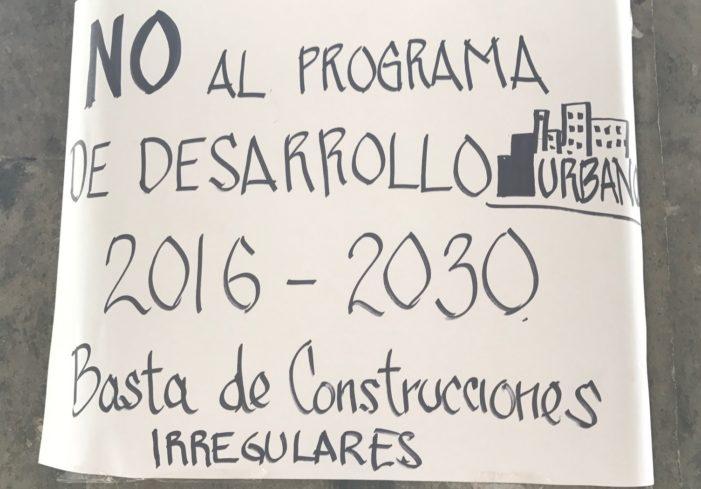 Vecinos abuchean a funcionarios por ley de desarrollo urbano en CDMX