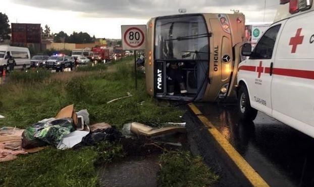 Al menos 40 estudiantes heridos por volcadura de autobús en Tlaxcala