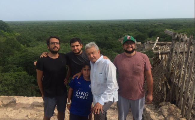 AMLO de vacaciones con su hijos en Yucatán
