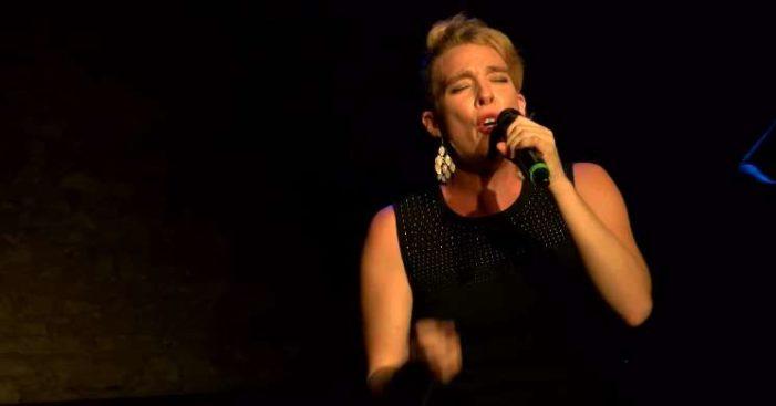Cantante francesa, Barbara Weldens muere durante concierto