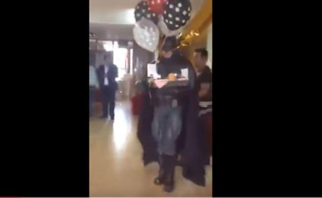 Alcaldesa celebra aniversario con su novio en ayuntamiento