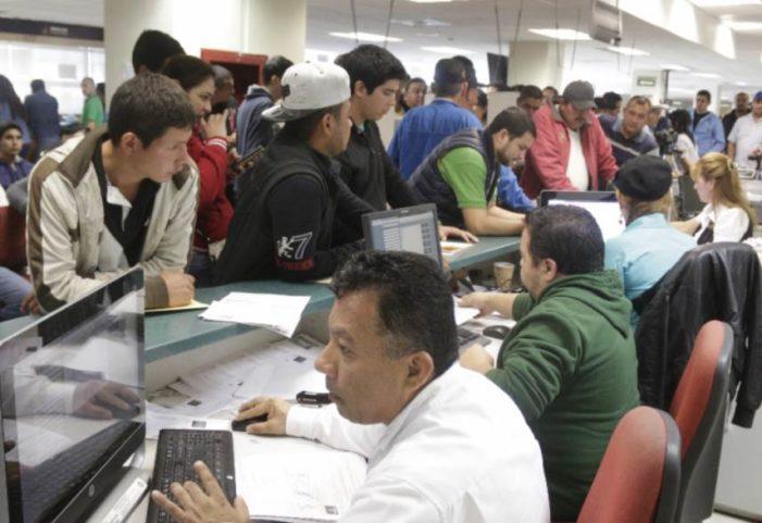 Gobierno gasta 34 mmdp para premiar a burócratas que llegan a tiempo a trabajar