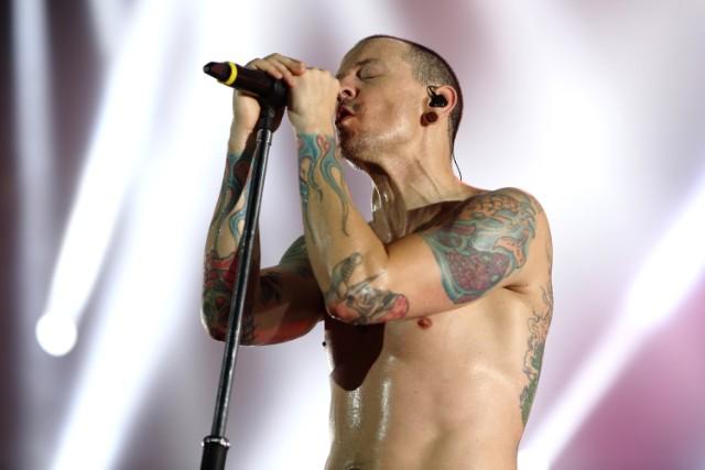 Encuentran ahorcado a Chester Bennington de Linkin Park