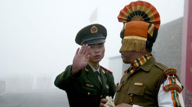 China despliega tropas en la frontera con India