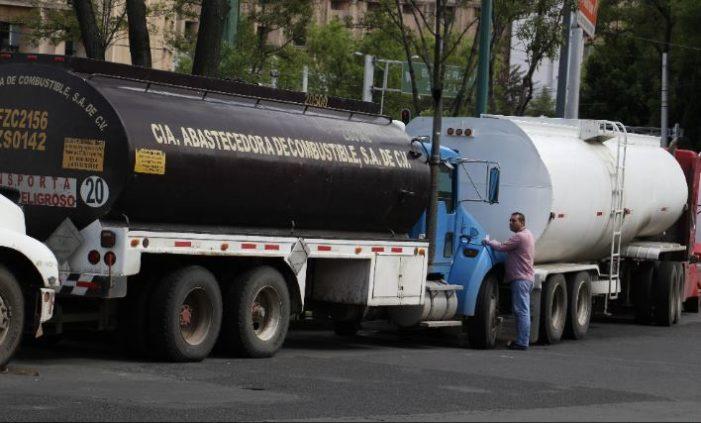 Combustible robado se vende en vías primarias de Edomex