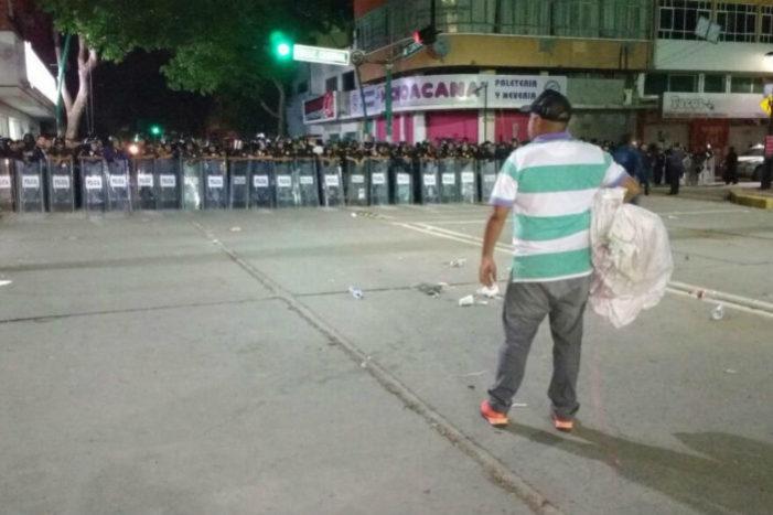 Desalojan de madrugada plantón de maestros en Chiapas y detienen a 44