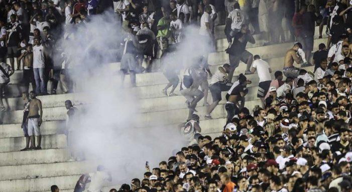 Muere aficionado baleado luego de enfrentamientos en estadio de Brasil