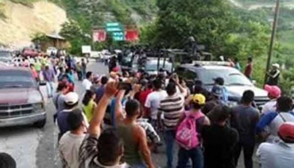 Pobladores de Chichihualco montaron retén, para revisar a federales