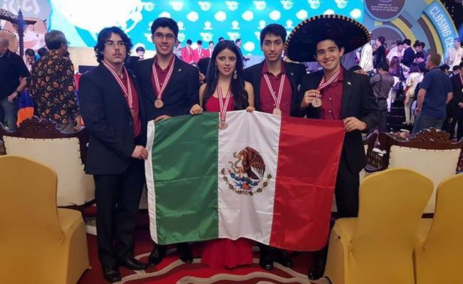 Mexicanos ganan 5 medallas de bronce en olimpiada mundial de física