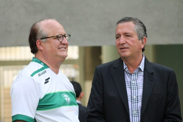Graco Ramírez obsequia a Jorge Vergara estadio que costó 700 millones