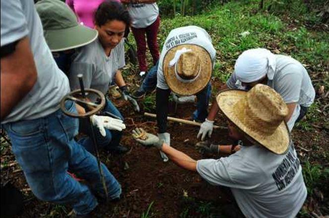 Los cuerpos de tres edecanes son hallados en una fosa clandestina en Veracruz