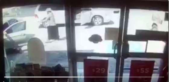 Ejecutan a 'huachicolero' afuera de Oxxo en Nuevo León (VIDEO)