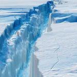 Se desprende un gigantesco iceberg de la Antártida