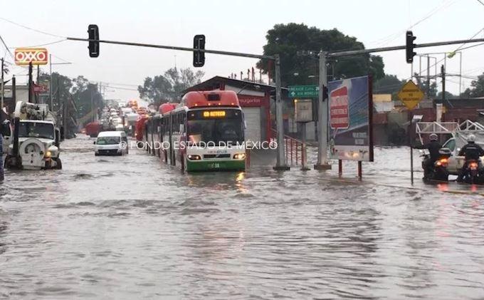 Suspenden Mexibús por inundaciones en el Edomex