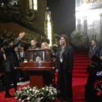 Despiden a José Luis Cuevas en Bellas Artes entre pelea familiar