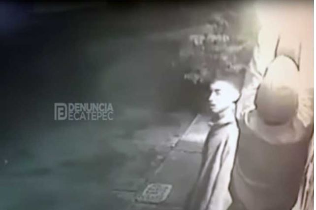 Por robar focos, ladrones se queman las manos en Ecatepec (VIDEO)