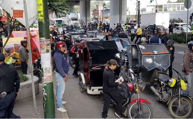Tras operativo en Tláhuac se manifiestan chóferes de mototaxis