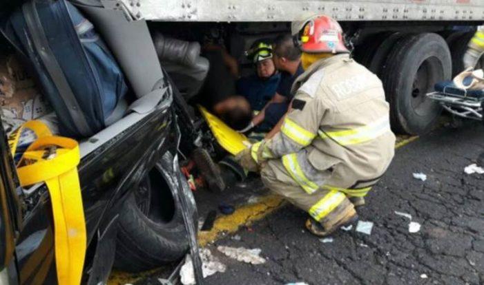 Mexicanos que vivían en Chicago mueren en aparatoso accidente en Michoacán