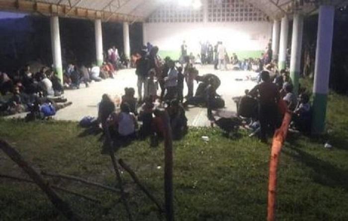 Sin alimentos ni agua, coyotes abandonan a 147 migrantes
