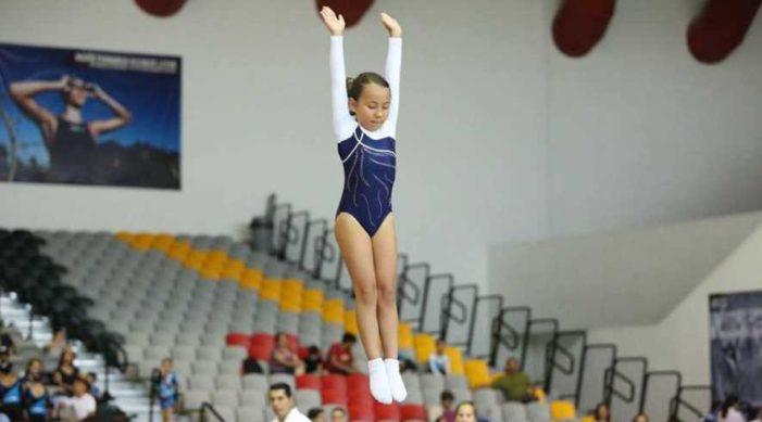 Niña gimnasta pide donaciones para asistir al Mundial de Bulgaria