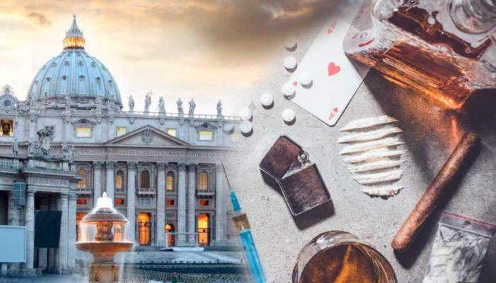 Envían a 'retiro espiritual' a cura que organizó orgía gay en el Vaticano