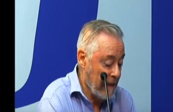 'Soy travieso, siempre traigo un condón por si se necesita', reconoce sacerdote (VIDEO)