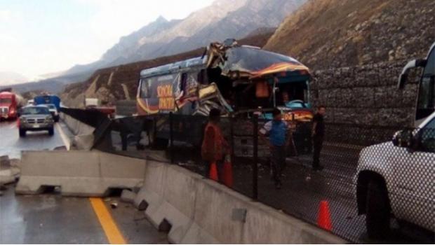 Choca autobús de La Sonora Dinamita, habría varios lesionados