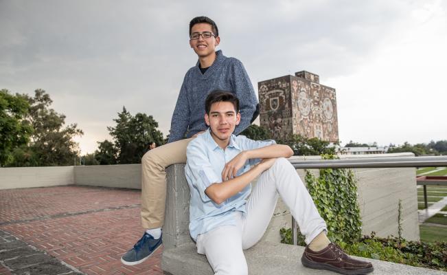 Cuatro jóvenes terminan con calificación perfecta su bachillerato de la UNAM