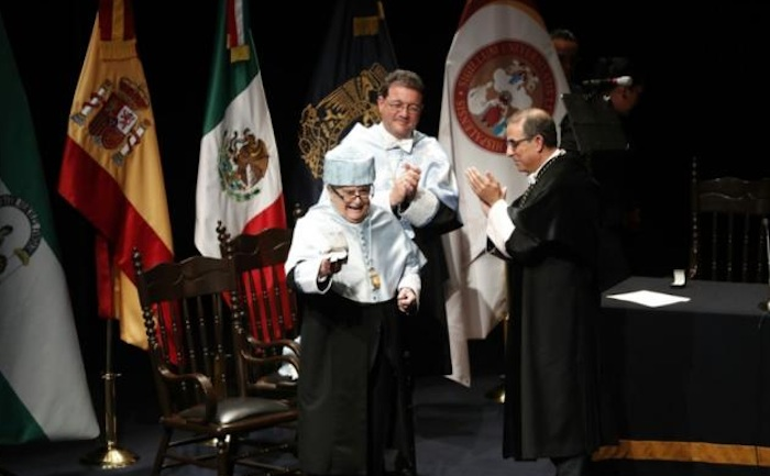 Miguel León-Portilla recibe honoris causa