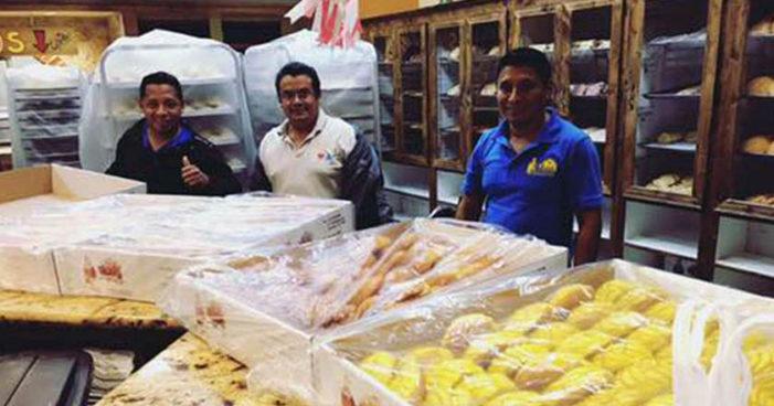 Panaderos mexicanos hacen mil 996 kilos de pan dulce para víctimas de huracán Harvey