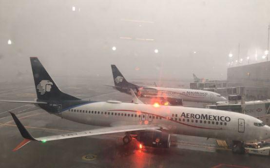 Suspenden operaciones del Aeropuerto de la Ciudad de México por las fuertes lluvias