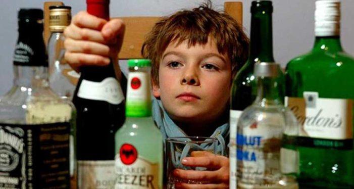 PRI, PVEM, Panal y PES despenalizan venta de alcohol a menores en Edomex