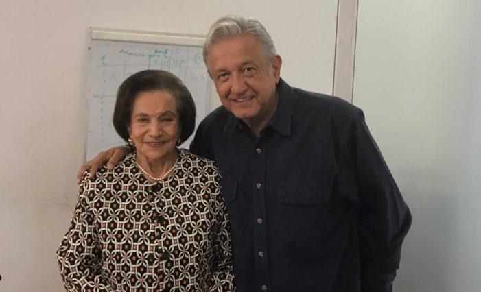 Ifigenia Martínez sostiene reunión privada con López Obrador
