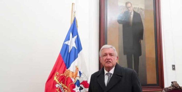 AMLO visita oficina de Salvador Allende; 'México y Chile luchan por la democracia'