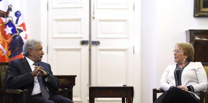 AMLO y Bachelet se reúnen en el Palacio de La Moneda (video)