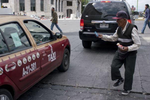 Ancianos trabajan en la informalidad por falta de recursos y seguridad social