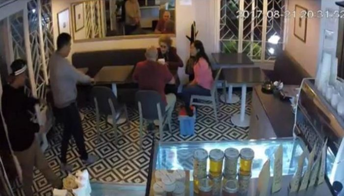 Asaltan en un minuto a clientes y empleados de café en Coyoacán (VIDEO)