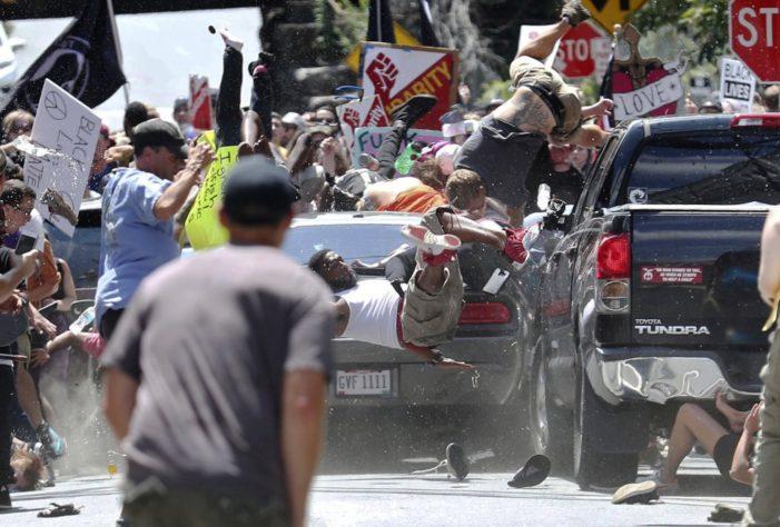 Suman tres el número de muertos en Charlottesville