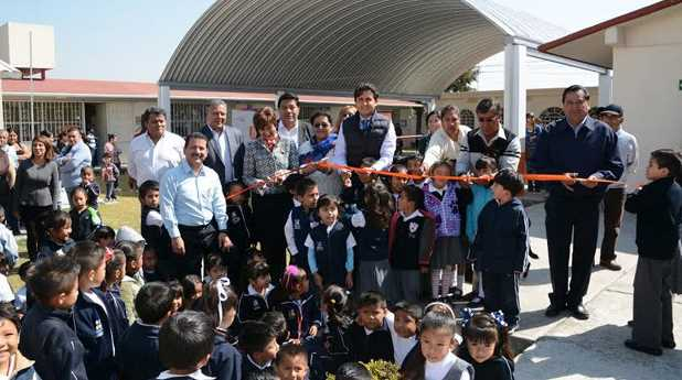 Gobierno de Morena entregó útiles escolares y remodeló escuelas en Cholula