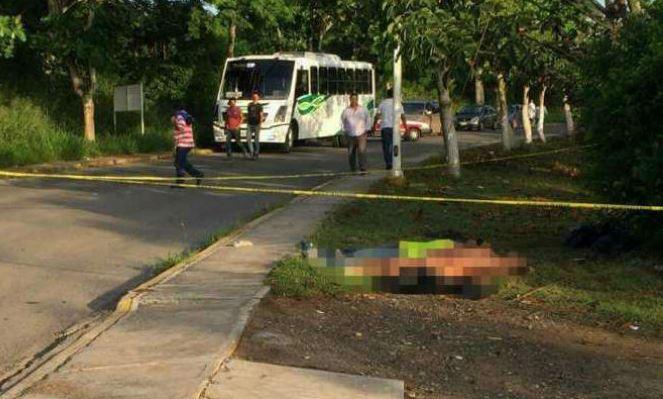 Abandonan 3 cuerpos con narcomensaje en Veracruz